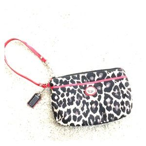 💕Coach leopard small wristlet card holder makeup